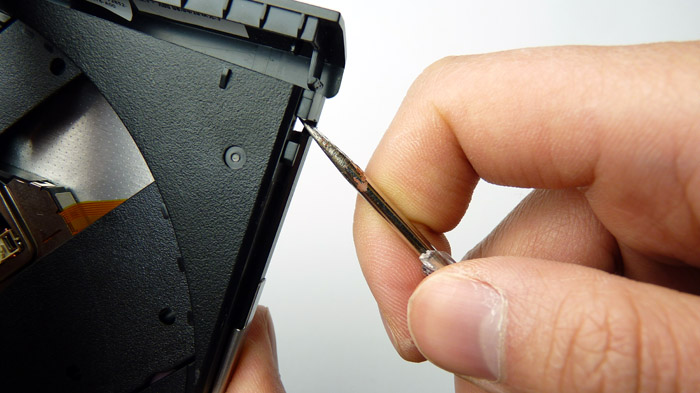 How-to: safely remove plastic bezel / frontplate from optical drive