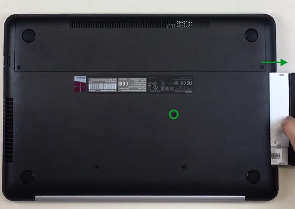 n552-remove-dvd-drive